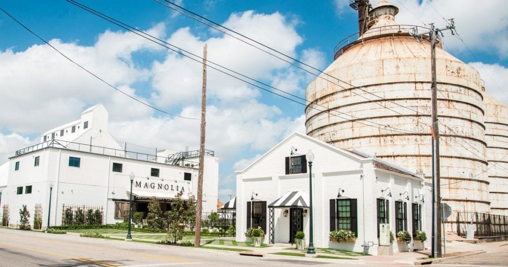 There's a lot to see and do in the Lone Star State. If you need help deciding, check out this guide to the best places to visit in Texas. Covers what to see, do, eat and where to stay. | #texas #usatravel #travelguide #travel #texastravel #houston #dallas #austin #marfa #sanantonio #amarillotx #fortworth #texashillcountry