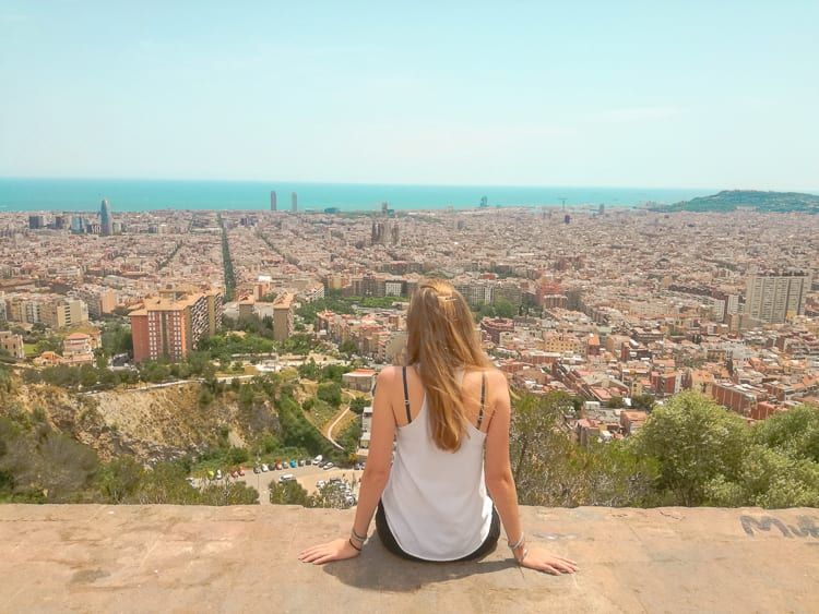Considering becoming an expat or are you already struggling through the challenges of expat life? Here, expats share their best tips for adjusting to expat life and succeeding as an expat. | #expatlife #expatadvice #expat #expatliving #expatadvice