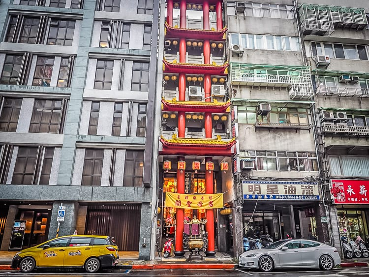 What to do in Taipei, Taiwan: If you're heading to this modern Asian city, check out this guide for everything you must do, some local secrets, where to eat and where to sleep. Read on! | #Taipei #Taipeithingstodo #Taiwan #Asiatravel #travelguide #cityguide