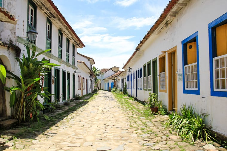 A colourful, colonial town in Brazil, Paraty is one of the most fun places to visit in Brazil!