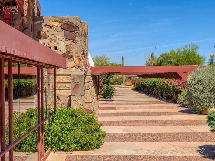 A weekend in Scottsdale, Arizona means the great outdoors, culinary delights, pampering and relaxation, and arts and culture. Here's everything you need to know before you visit Scottsdale and what to put on your Scottsdale itinerary! #scottsdale #experiencescottsdale #arizona #scottsdaleaz #scottsdalethingstodo #travelguide #weekendgetaway