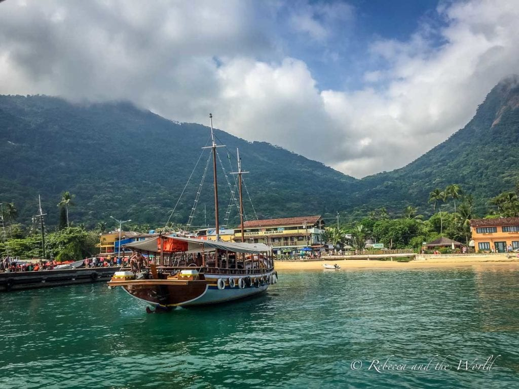 Boats arriving at the main dock in Ilha Grande