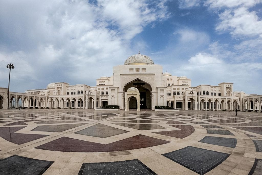 With great shopping, amazing culture and a range of international restaurants, Abu Dhabi is a great choice for expats