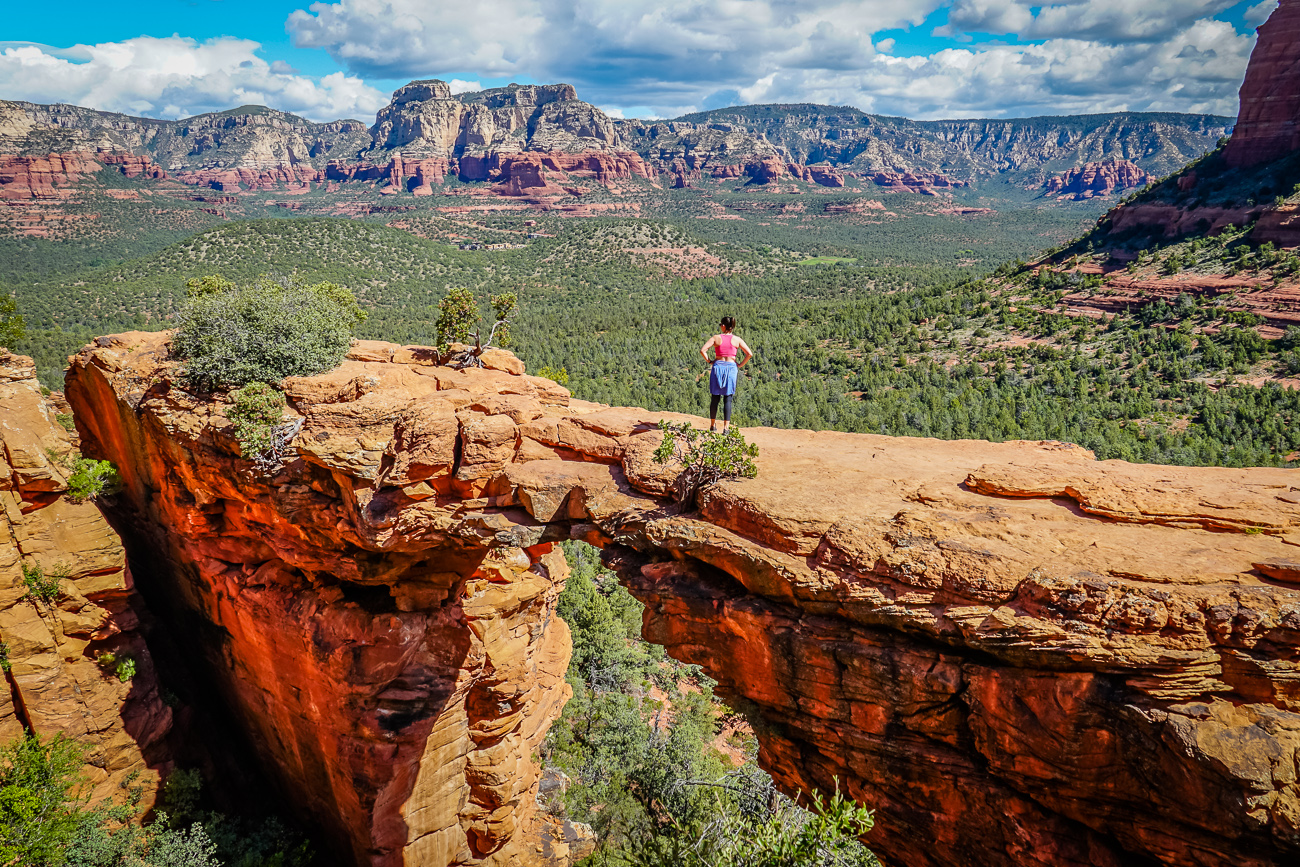 Planning a weekend in Sedona? Check out this guide which highlights the best hikes in Sedona, the top Sedona attractions for your Sedona itinerary and where to eat in Sedona.   #sedona #sedonaaz #arizona #usatravel #hiking #sedonthingstodo #sedonaweekend